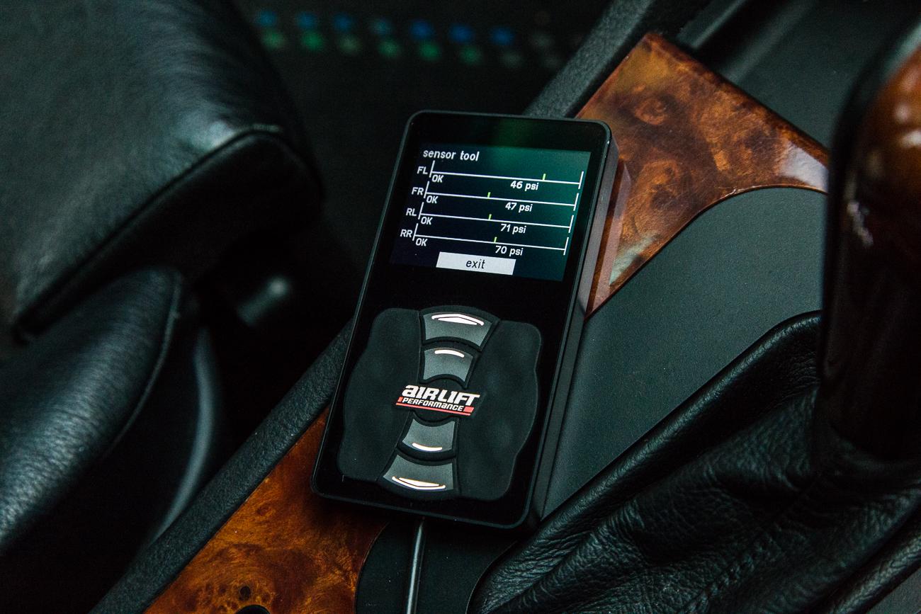 Individual corner height sensor calibration tool for 3H air managemet