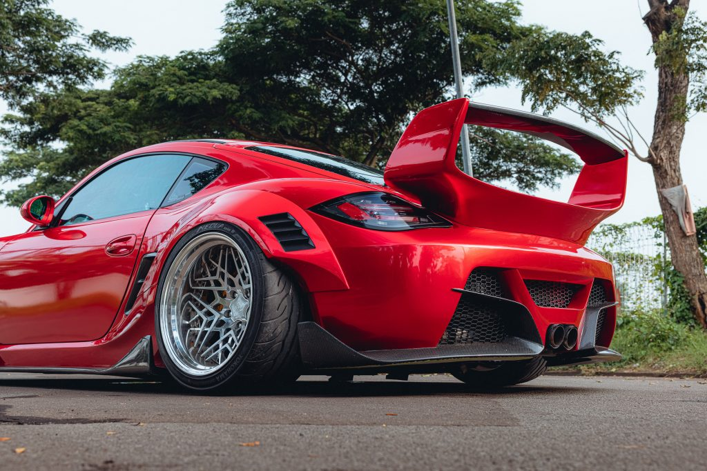 Karma Porsche 987 - stance and rear wing