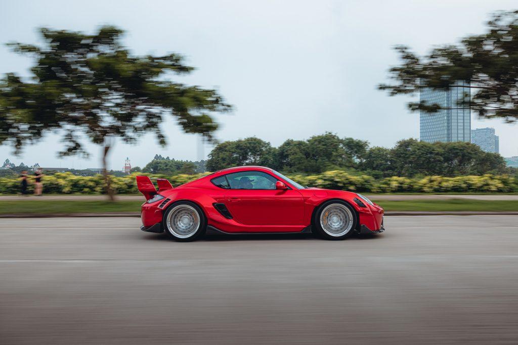 Karma Porsche 987 - rolling side shot