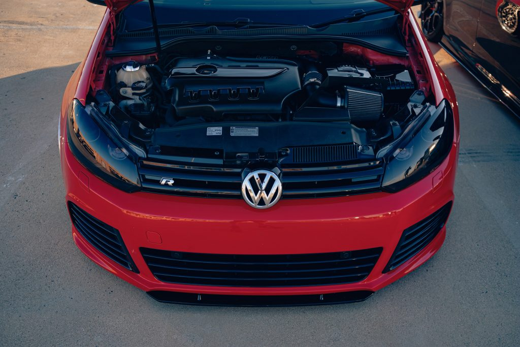 Air Lift Performance Around The World South Africa - VW Golf R trio bay