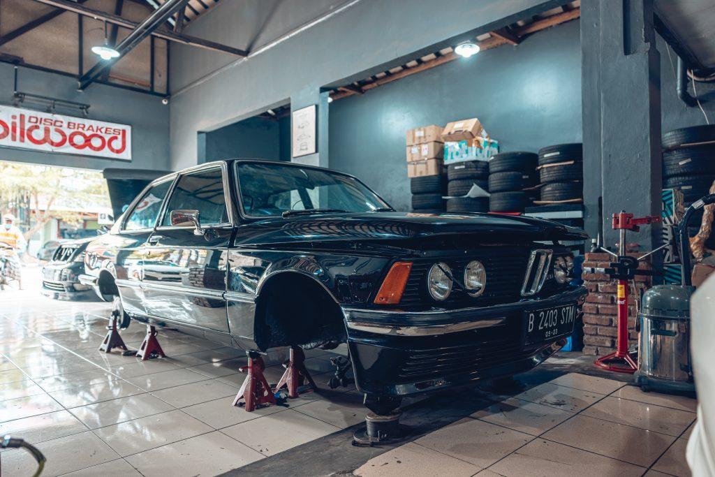 Air Lift Indonesia Art Custom Shop pic - BMW 'bagged